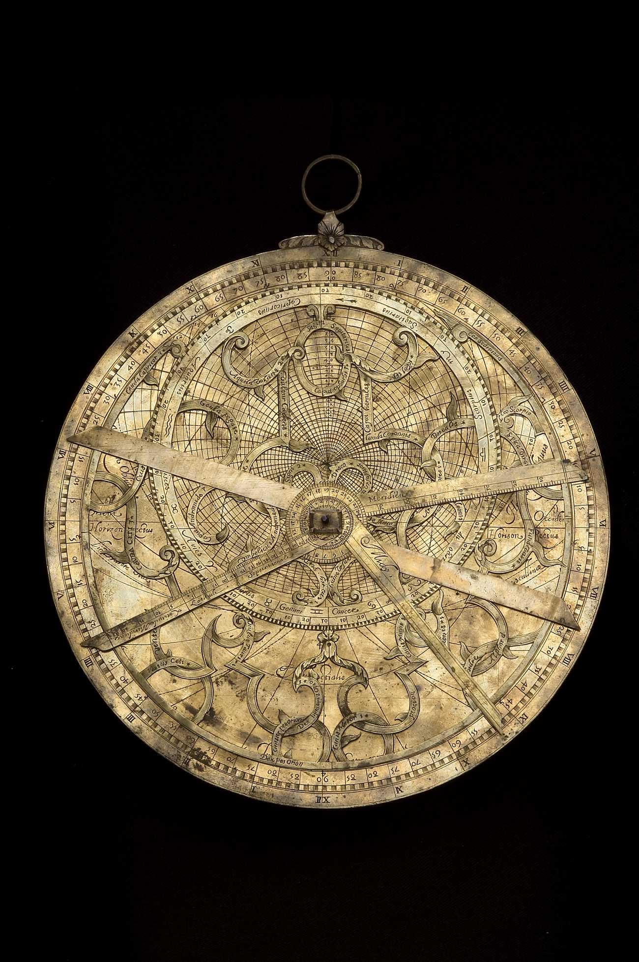 astrolabe thesis Ce chapitre permet de comprendre la construction de l'astrolabe tel qu'il a été   la sphère armillaire pour comprendre l'astrolabe il faut d'abord comprendre le.