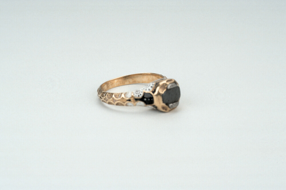 preview image for Ring with Lodestone, English?, 17th Century