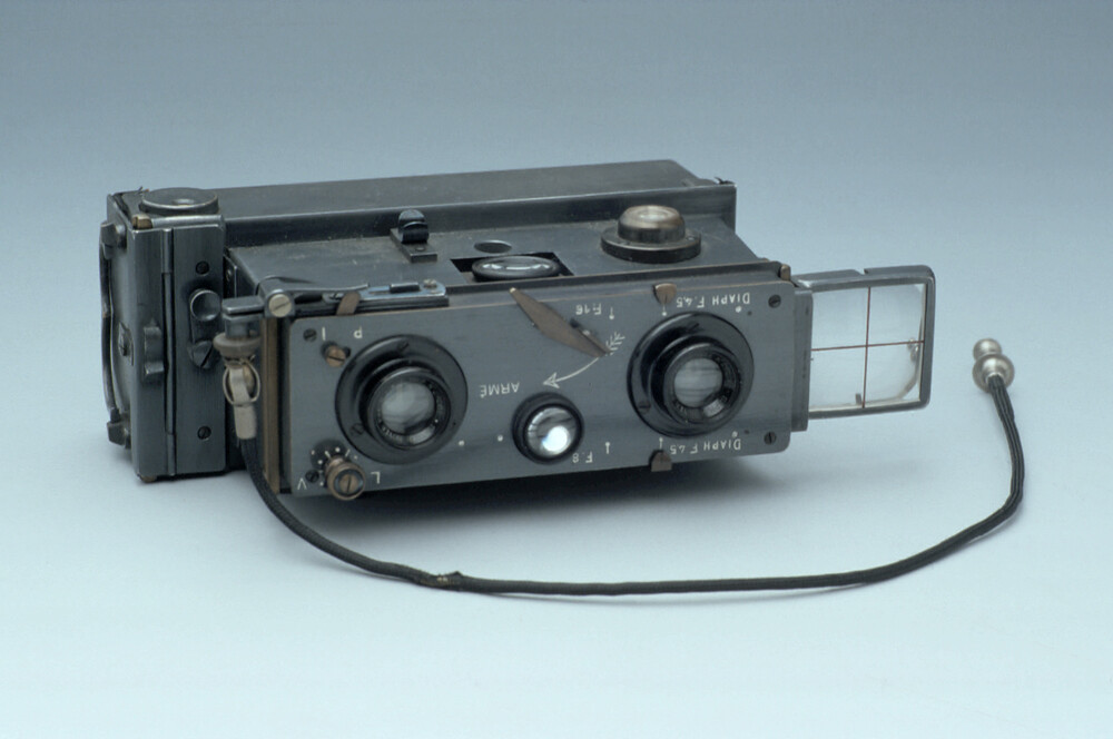 preview image for Verascope Stereoscopic Camera with Case, by Jules Richard, Paris, c. 1927