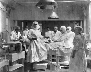 Operating theatre, 3rd Southern Hospital, Oxford dated 1915-16.