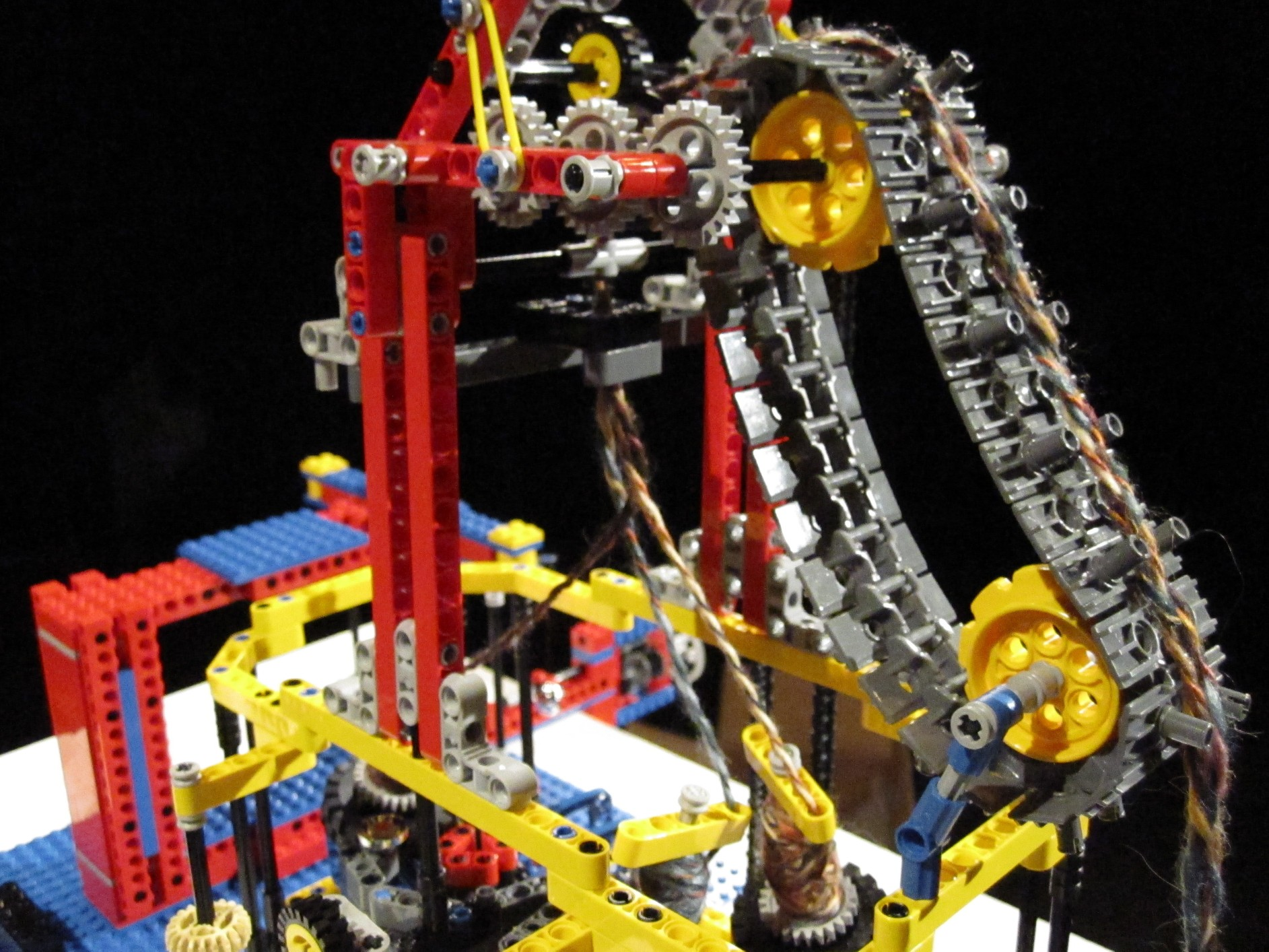 Plaiting machine made of LEGO by Alex Allmont Oxford, 2010