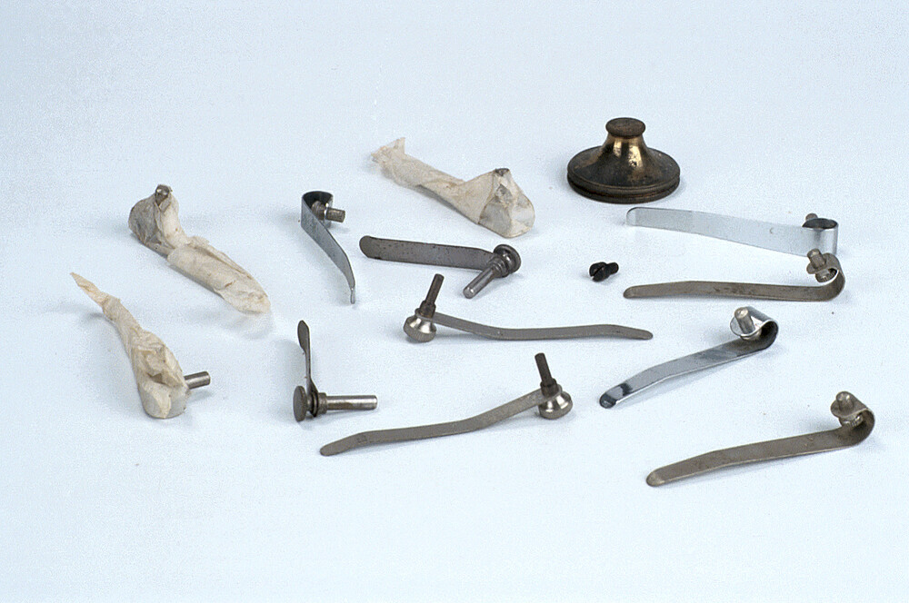 preview image for Set of Microscope Slide Clamps, and Other Accessories