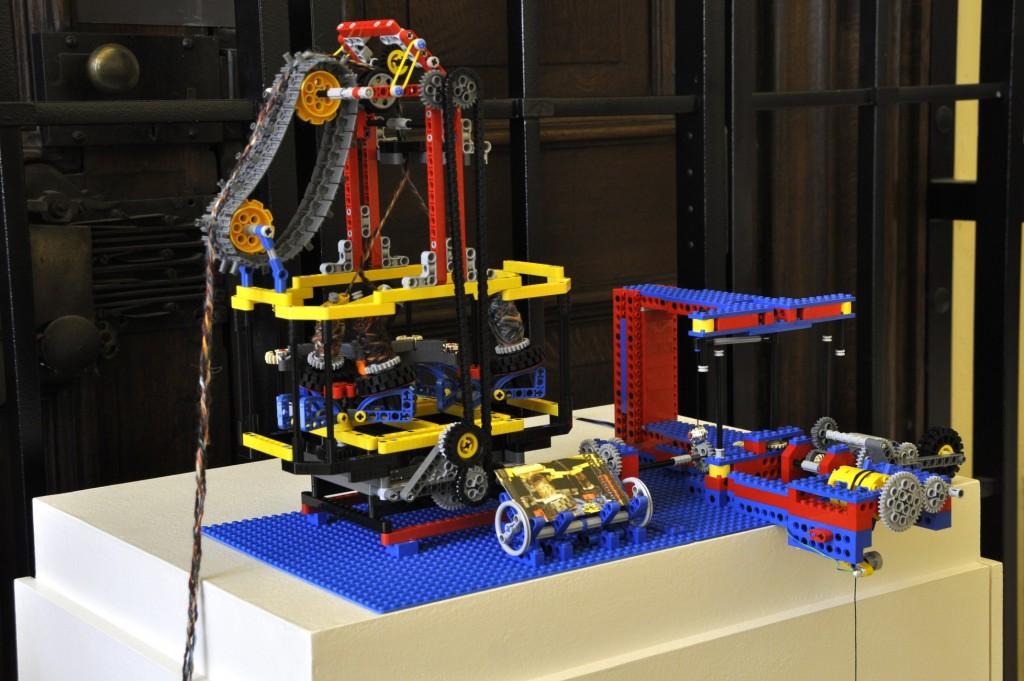 Plaiting machine made of LEGO Alex Allmont Oxford, 2010