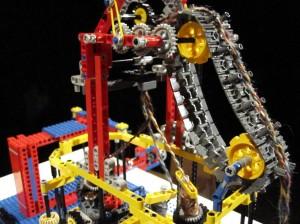 Lego Plaiting Machine by Alexander Allmont